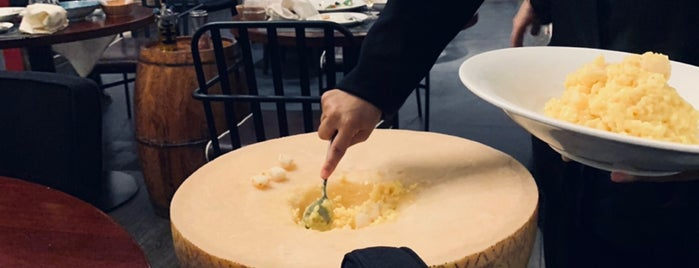 欧吉比萨店(广粤天地店) Oggi Pizza is one of Soly 님이 저장한 장소.