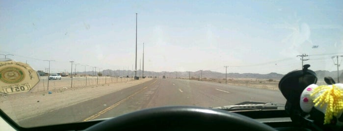Al-Madinah - Jeddah Highway is one of Orte, die Bayana gefallen.