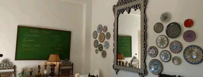 Beit Sitti Restaurant - Jabal Al Weibdeh is one of Queen 님이 저장한 장소.