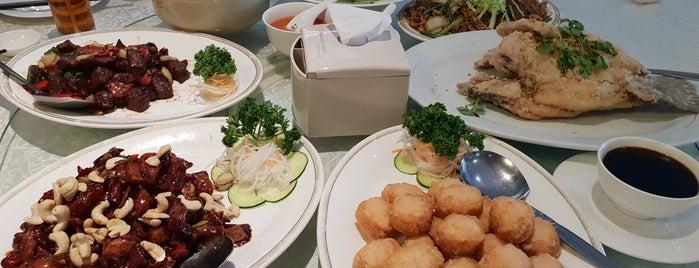 Rest Central Tomang is one of Lieux qui ont plu à vanessa.