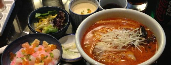 Hokkaido Ramen Santouka is one of Food: Makati.