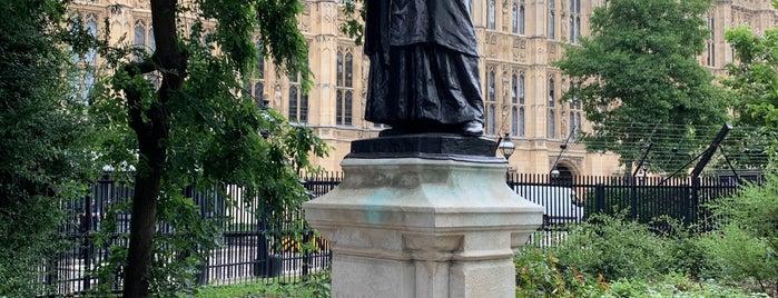 Emmeline Pankhurst Statue is one of สถานที่ที่ Henry ถูกใจ.