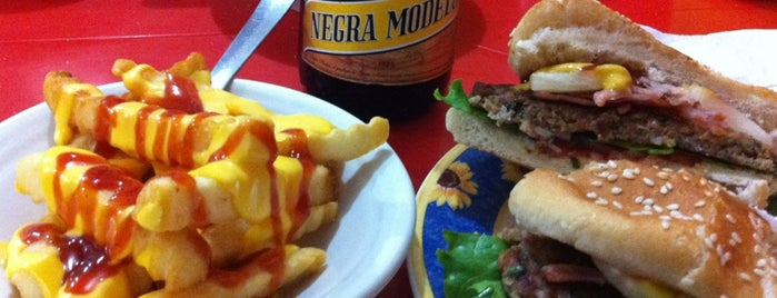 Hamburguesas al Carbón Emilio's is one of август 🐾 님이 좋아한 장소.