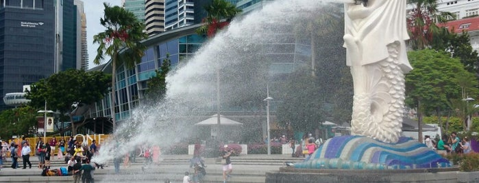 The Merlion is one of Jas' favorite urban sites.