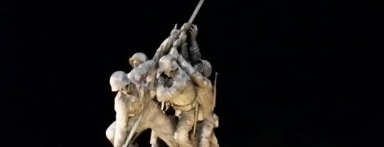 US Marine Corps War Memorial (Iwo Jima) is one of Lieux qui ont plu à J..
