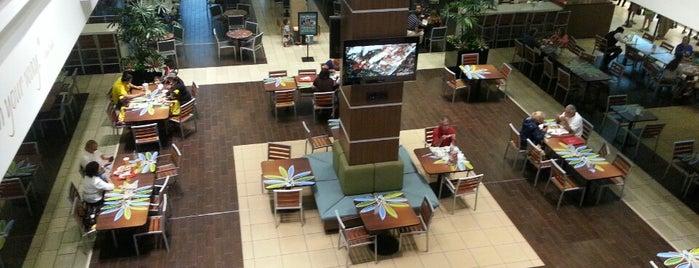 Food Court is one of Posti che sono piaciuti a Adam.