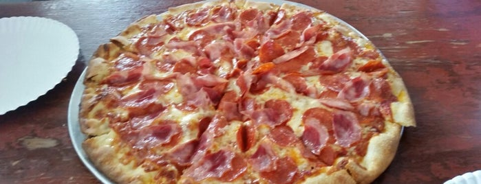 Panjo's Pizza is one of Orte, die J. gefallen.