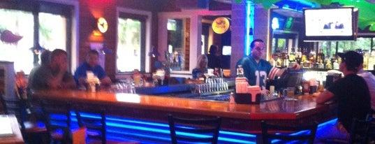 Chili's Grill & Bar is one of สถานที่ที่ Charles ถูกใจ.