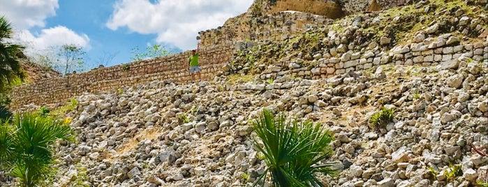 Zona arqueológica de Kabah is one of Orte, die Cris gefallen.