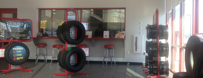 Discount Tire is one of Brent 님이 좋아한 장소.