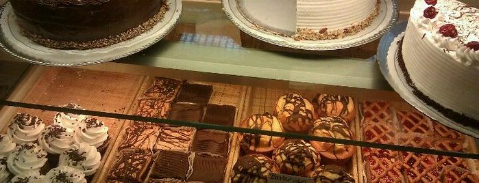 Hofers Bakery is one of Locais curtidos por Tristan.