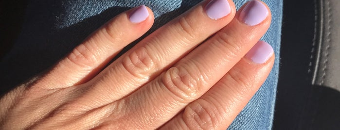 Fusion Nail and Spa is one of Orte, die Lisa gefallen.