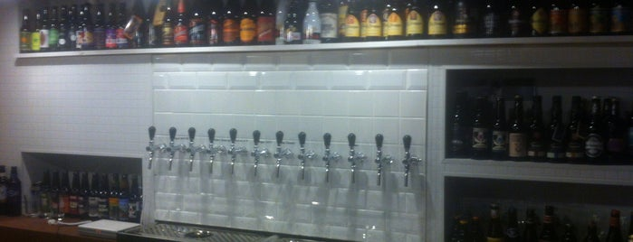 Тапки / Taps & Bottles is one of Locais salvos de Dmitry.