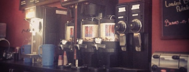 PJ's Coffee is one of สถานที่ที่ Kat ถูกใจ.