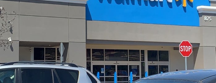 Walmart Supercenter is one of Alejandroさんのお気に入りスポット.