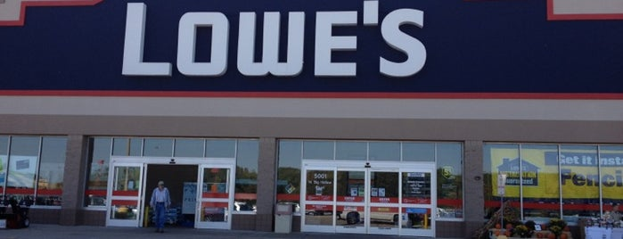 Lowe's is one of Locais curtidos por Chad.