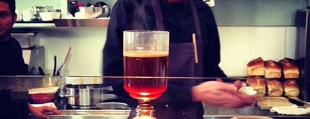 Blue Bottle Coffee is one of Lugares favoritos de Dan.