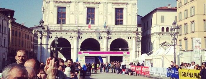 Piazza della Loggia is one of Lugares favoritos de Sandybelle.