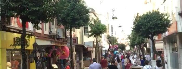 Sırrıpaşa Caddesi is one of Lugares favoritos de Cansu Özel.