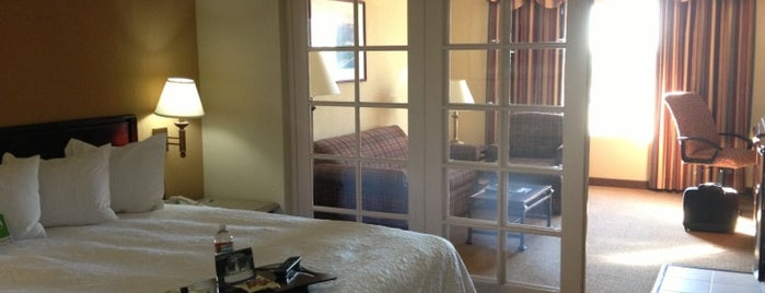 Hampton Inn & Suites is one of Tempat yang Disukai Dan.
