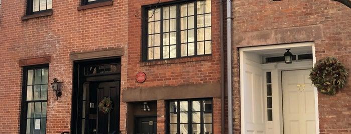 75½ Bedford Street is one of Tempat yang Disukai Andrew.