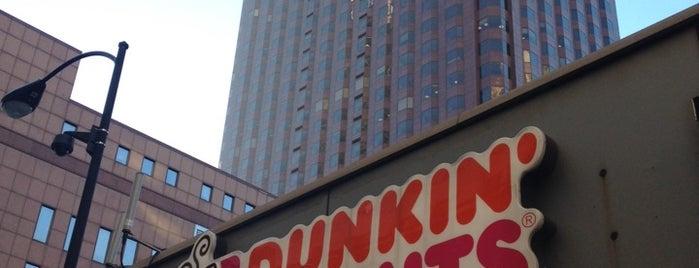 Dunkin' is one of Allyson'un Beğendiği Mekanlar.