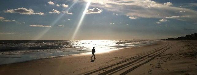 Holden Beach is one of Lugares favoritos de Greg.