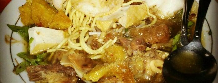 Tahu Campur Kalasan H. Abd. Machfud is one of The most favorite foods in Surabaya.