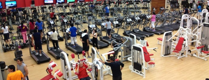 World's Gym is one of Tempat yang Disukai Pako.