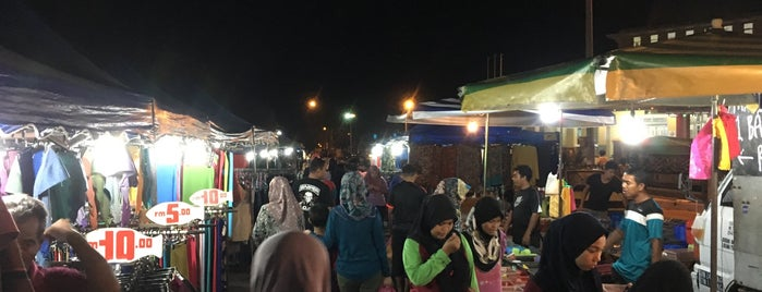 Pasar Malam Taman Bersatu is one of Lugares favoritos de Rahmat.