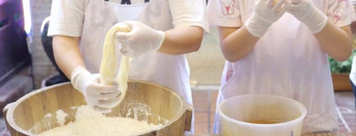 ขนมไหมฟ้า is one of 07_ตามรอย_coffee.