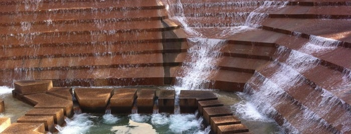 Fort Worth Water Gardens is one of Gespeicherte Orte von kiwi.