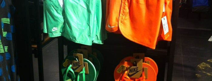 Nike is one of Seminさんのお気に入りスポット.