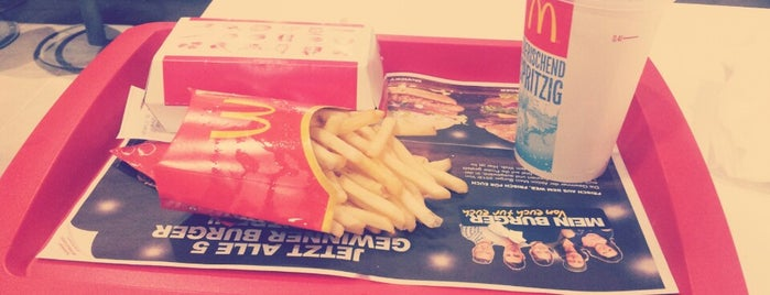 McDonald's is one of Orte, die Raphael gefallen.