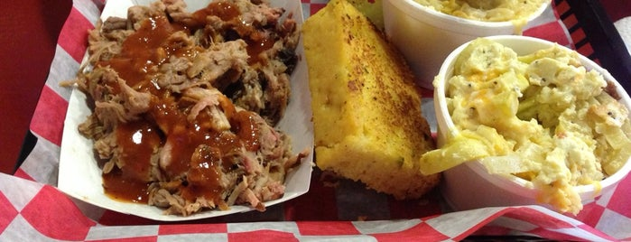 Moe's Original BBQ is one of Locais curtidos por Colin.