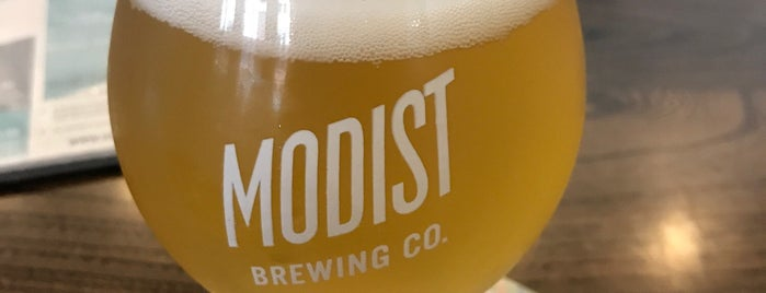 Modist Brewing Co is one of Tempat yang Disukai Barry.