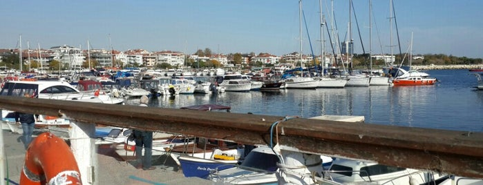 Yeşilköy Marina is one of Orte, die Veysel gefallen.