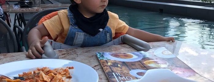İl Momento is one of Posti che sono piaciuti a Burcu.