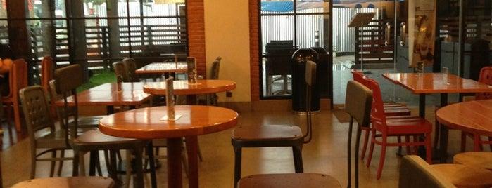 Starbucks is one of Tempat yang Disukai donnell.