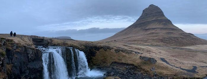 Kirkjufellsfoss is one of Orte, die Алла gefallen.