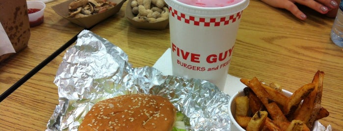 Five Guys is one of Locais salvos de Eddie.