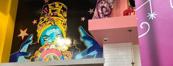 Voodoo Doughnut Universal CityWalk Orlando is one of Priscila 님이 좋아한 장소.