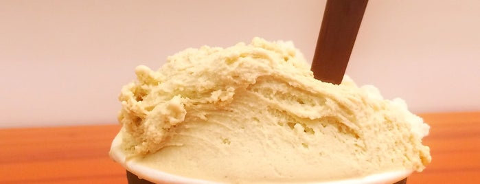 Bacio di Latte is one of Melhores Confeitarias, Padarias, Cafés do RJ.