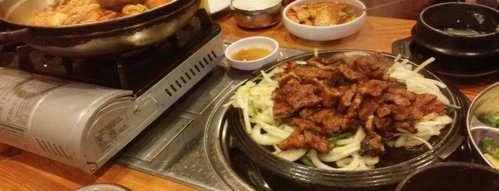 Annangol Restaurant (아난골) is one of Orte, die Jingyuan gefallen.