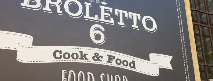 Broletto 6 cook & food shop is one of Mantova.