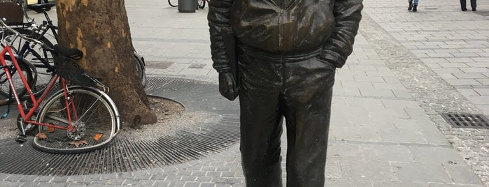Sigi-Sommer-Statue is one of 4sqDay14-muc.