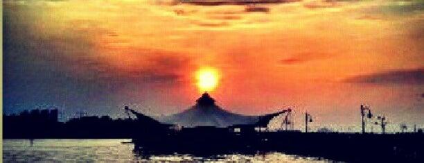 Le Brigde Beach Pool Ancol is one of Jakarta / Indonesien.