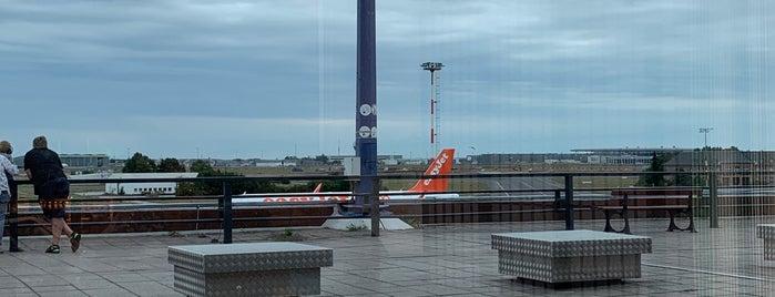 Green Wings Lounge is one of สถานที่ที่ Алексей ถูกใจ.