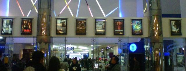 Cine Colombia is one of Lugares favoritos de Pablo.