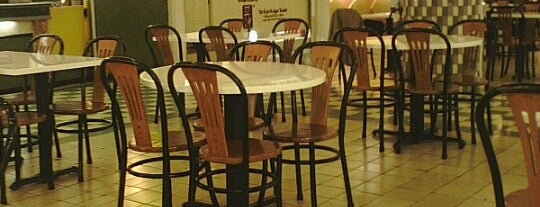 Food Court Plaza Senayan is one of Tempat yang Disukai George.